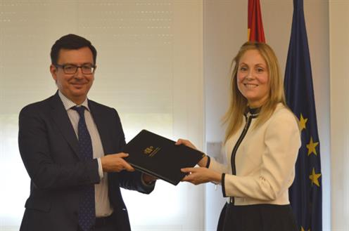 Román Escolano con la expresidenta de ICO, Emma Navarro