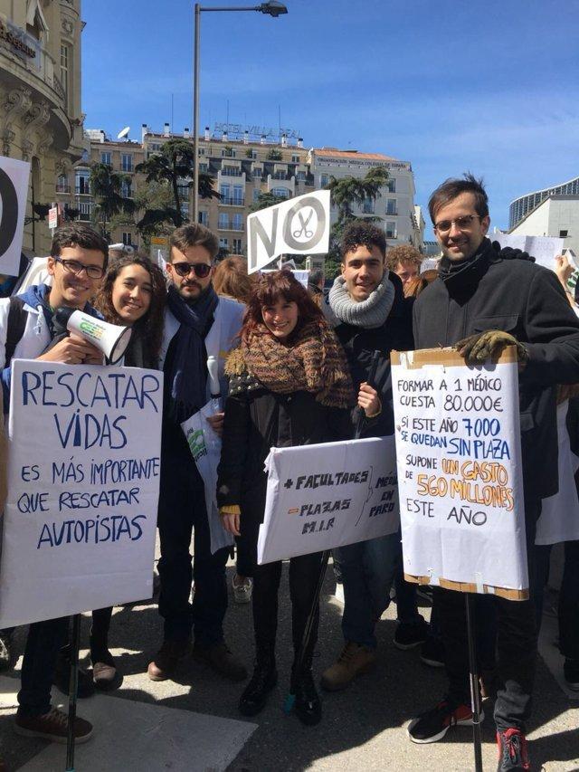 La manifestación ha superado las expectativas de los estudiantes de Medicina.