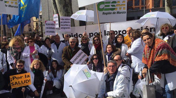 """El Consejo de Estudiantes de Medicina (CEEM) denuncia que el modelo de continuo formativo les condena a un """"exilio forzado""""."""