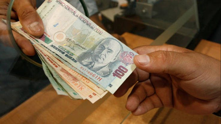 El aumento de la Remuneración Mínima Vital beneficiará a 450.000 trabajadores peruanos.