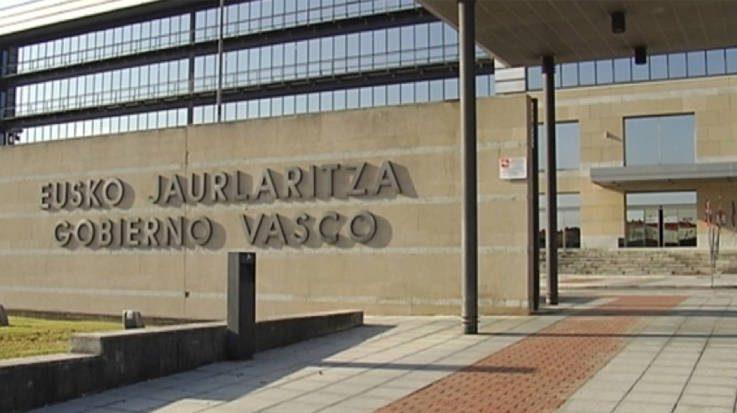 Los aspirantes a la bolsa de empleo del País Vasco denuncian una situación irregular entre los tribunales calificadores.