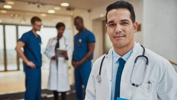El Sistema Nacional de Salud ha formado a 6.284 médicos extracomunitarios entre 2013 y 2017.