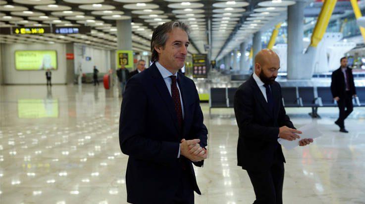 Íñigo de la Serna, ministro de Fomento, camino a la presentación del plan inmobiliario del aeropuerto Adolfo Suárez Madrid-Barajas.