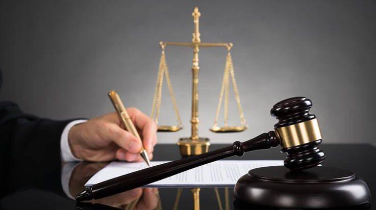 La CNMC estima que la ley de acceso de abogados y procuradores presenta restricciones que limitan la liberalización de ambas profesiones.
