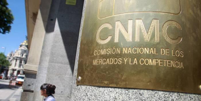 La Comisión Nacional de los Mercados y la Competencia.