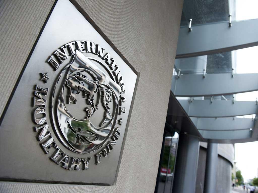 La medida no impone sanciones inmediatas al país sudamericano, pero podría impedirle la opción de voto en las políticas del FMI.