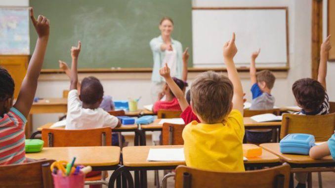 El Partido Popular y Ciudadanos han propuesto la implementación de un sistema de selección y formación docente bajo la estructura del modelo sanitario.
