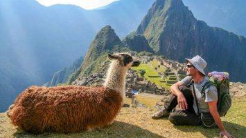 El Machu Picchu y el Caño Cristales sufren impactos negativos producto del gran volumen de visitantes que reciben.
