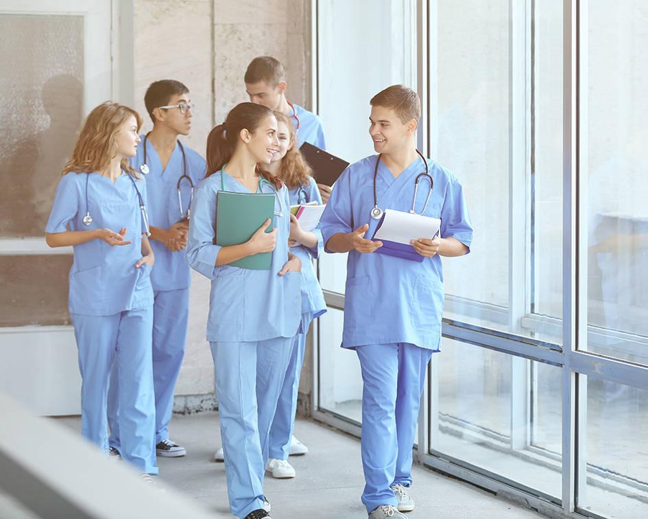 El presidente del Consejo General de Enfermería se muestra a favor de aumentar el número de especialidades del EIR.