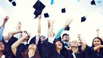 España y Chile firman un acuerdo por la equivalencia de sus títulos universitarios.