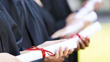 Los extracomunitarios con situación de estudios o residencia en España podrán no presentar la documentación acreditativa de su identidad y nacionalidad.