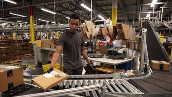Amazon ha obtenido una patente en Estados Unidos para desarrollar unas pulseras que indican la ubicación de los empleados.