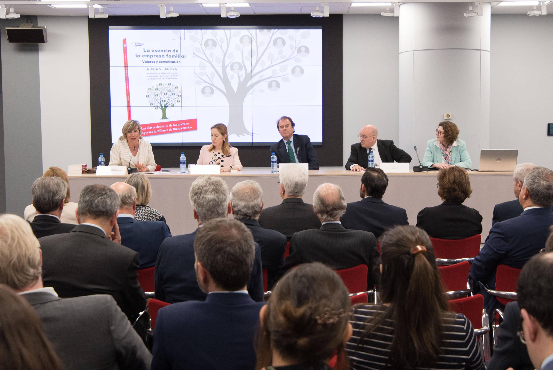 Núria Vilanova durante la presentación de su libro 'La esencia de la empresa familiar'.