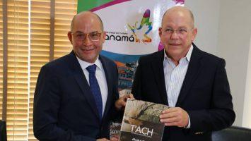 Gustavo Him, ministro de Turismo de Panamá, y Charlie Collins, chef y autor del libro T'ACH Cocina Autóctona Panameña.