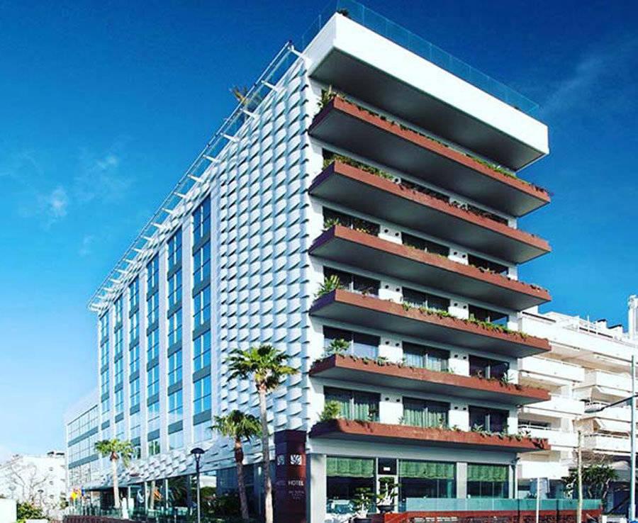 El hotel se encuentra a 100 metros de la playa y ha sido adquirido por 30 millones de euros.