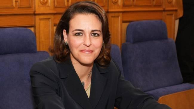 La nueva ministra de Trabajo tiene 59 años y es licenciada en Derecho por la Universidad Complutense de Madrid.
