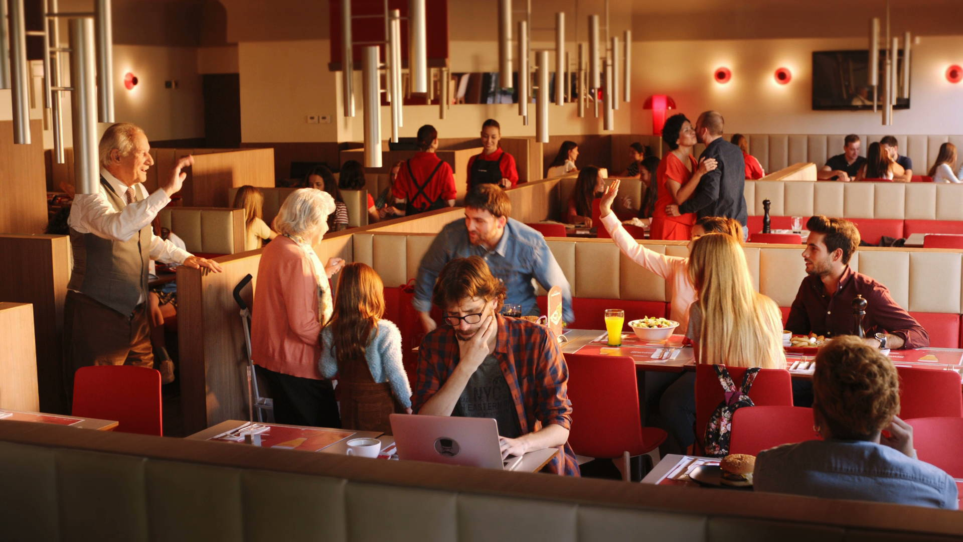 El programa 'Camino al Empleo' del Grupo Vips ha formado a un total de 1.683 personas en hostelería y habilidades para el empleo.
