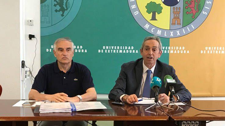 Javier Benítez, presidente del Tribunal Calificador; Ciro Pérez, presidente de la Comisión Organizadora de la EBAU.