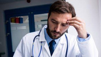 Los elevados niveles de estrés durante la formación sanitaria siguen generando un elevado índice de suicidios.