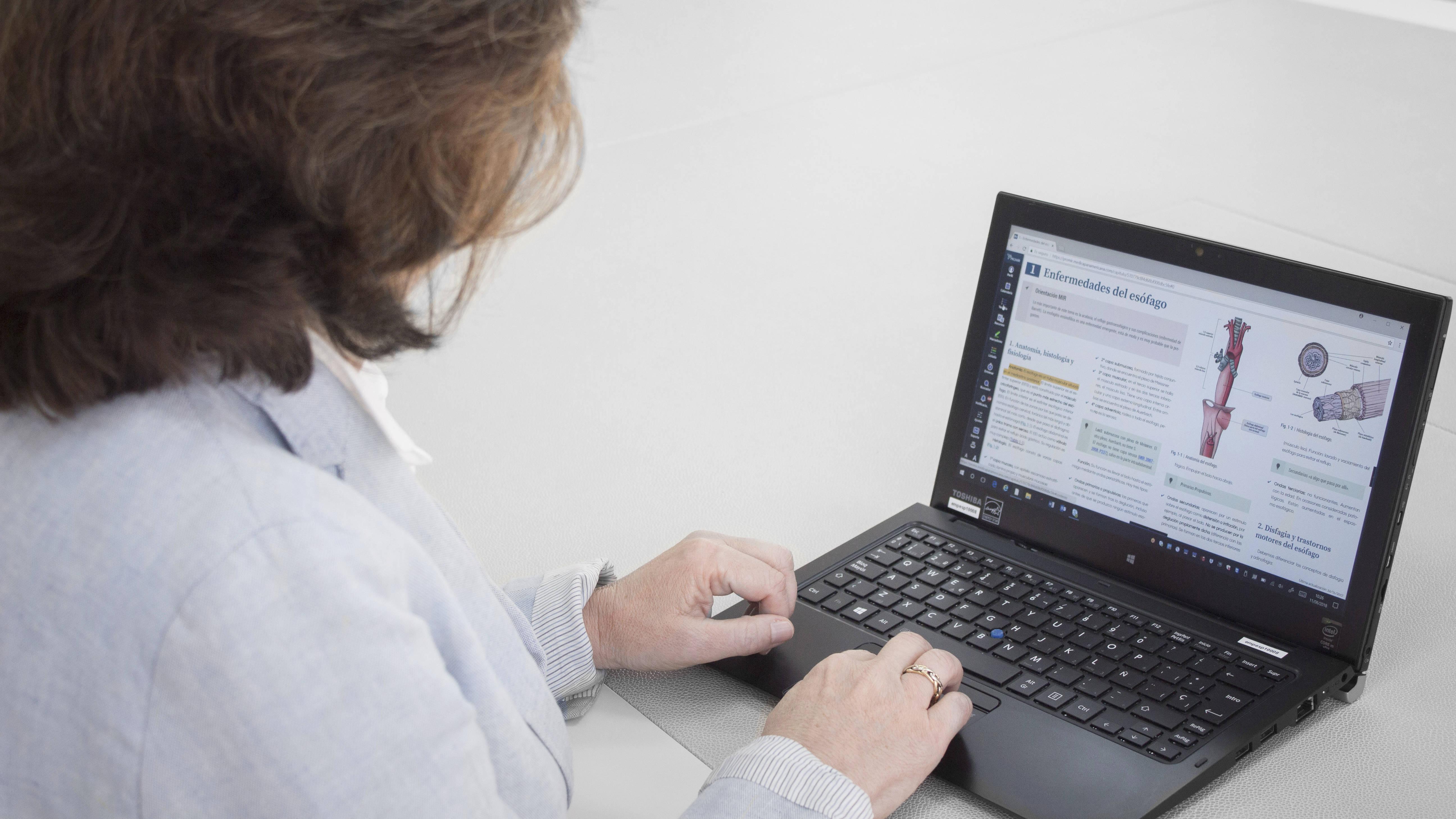 Elena Feduchi adelanta que los entornos virtuales de aprendizaje se adaptarán a los temarios de cada comunidad autónoma de cara a la 'Macro OPE' de 2019.