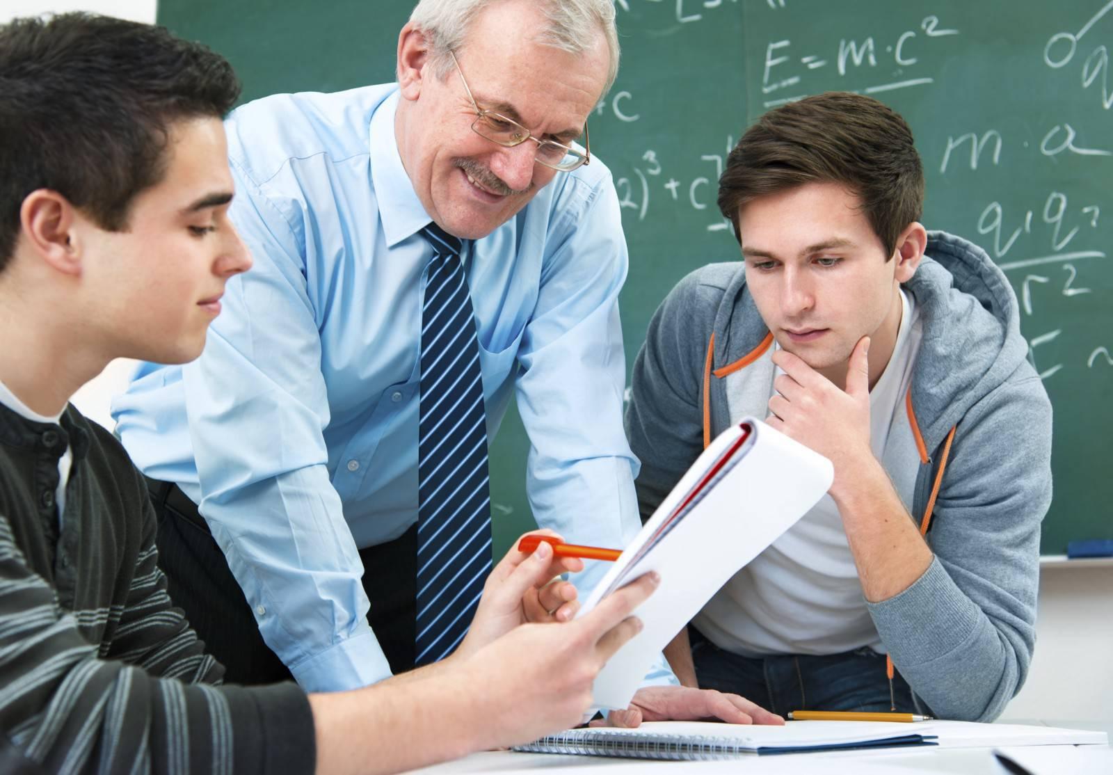 La OCDE recomienda mejorar las condiciones laborales, aumentar el salario y reducir la carga de trabajo para optimizar la profesionalidad de los docentes.