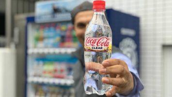 Coca Cola ha lanzado en el mercado japonés su primer refresco transparente.