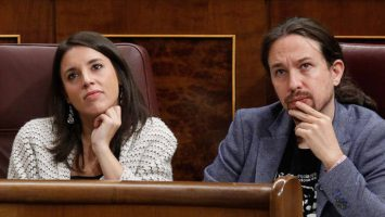 Cabify anuncia que llevará a los juzgados las acusaciones sobre su legalidad promovidas desde Podemos.