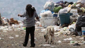 Una familia colombiana necesita pasar, al menos, cinco generaciones para superar la pobreza.