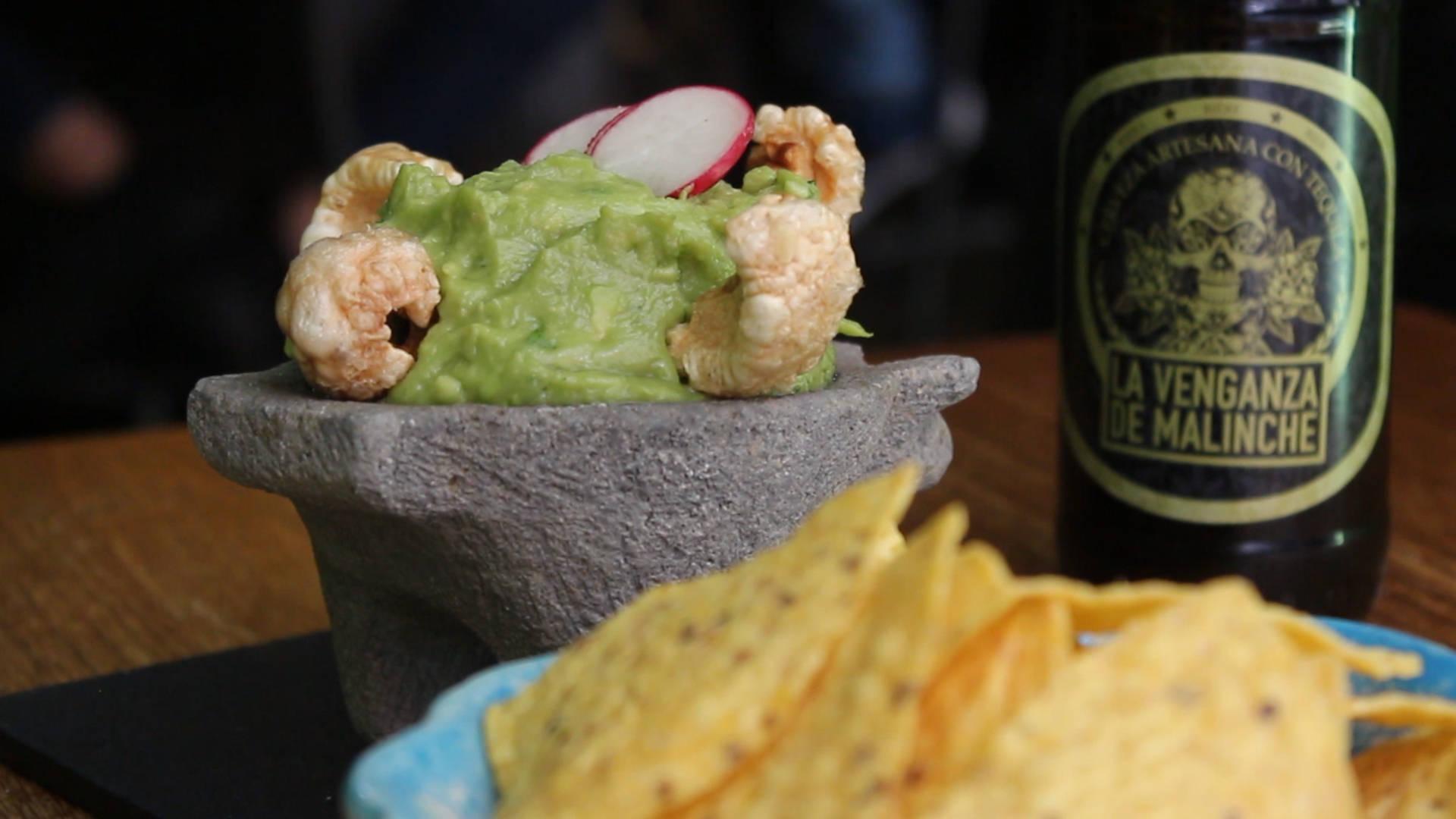 La Venganza de Malinche ha creado su propia cerveza artesanal, con siete grados de alcohol por su toque de tequila.
