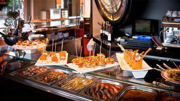 Los Españoles pagan alrededor de 1.900 euros al año en bares, cafeterías y restaurantes.