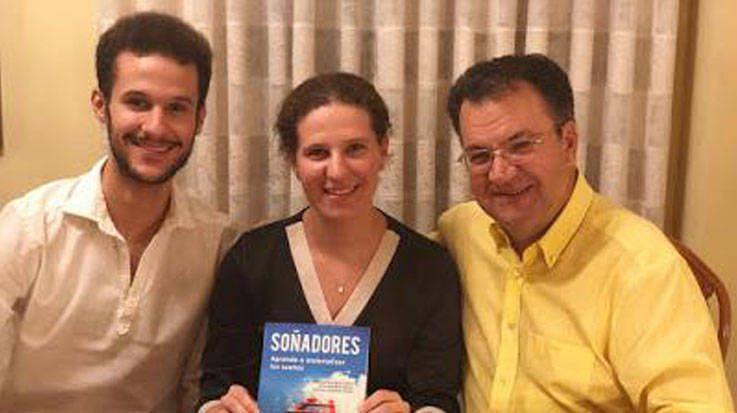 Guillermo Rodríguez Tejedor, Alicia Rodríguez Tejedor, y Francisco Rodríguez Tejedor, autores del libro 'Soñadores'.