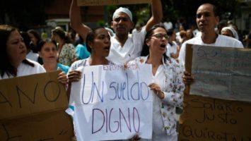 El Colegio de Enfermeras de Caracas ha convocado desde el pasado 25 de junio a un paro gremial sanitario por el bajo aumento del salario mínimo.