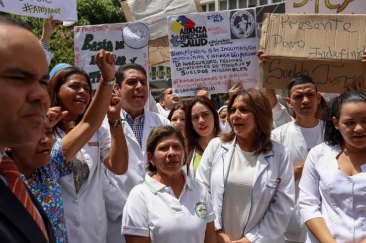 Una enfermera en Venezuela gana aproximadamente 5 millones de bolívares o 1,57 dólares.