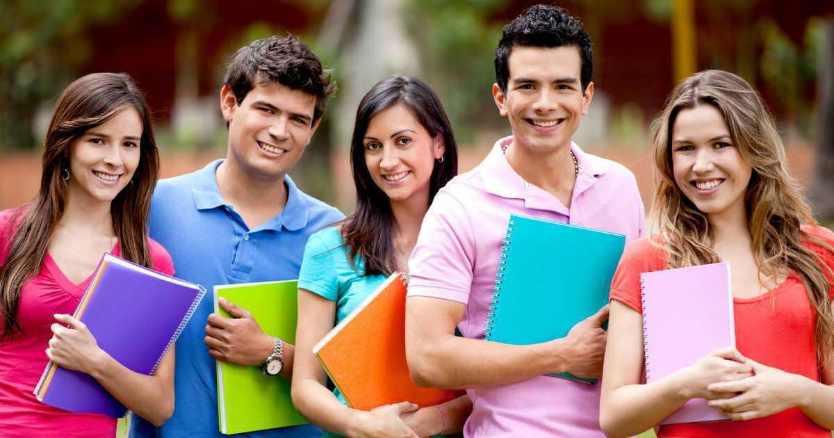 El Ministerio de Educación estima que el aumento de las becas beneficiará a unos 250.000 estudiantiles.