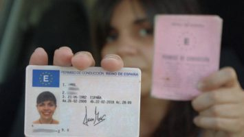 El canje del carnet de conducir venezolanos en España seguirá suspendido por falta de fondos y recursos en el INTT.