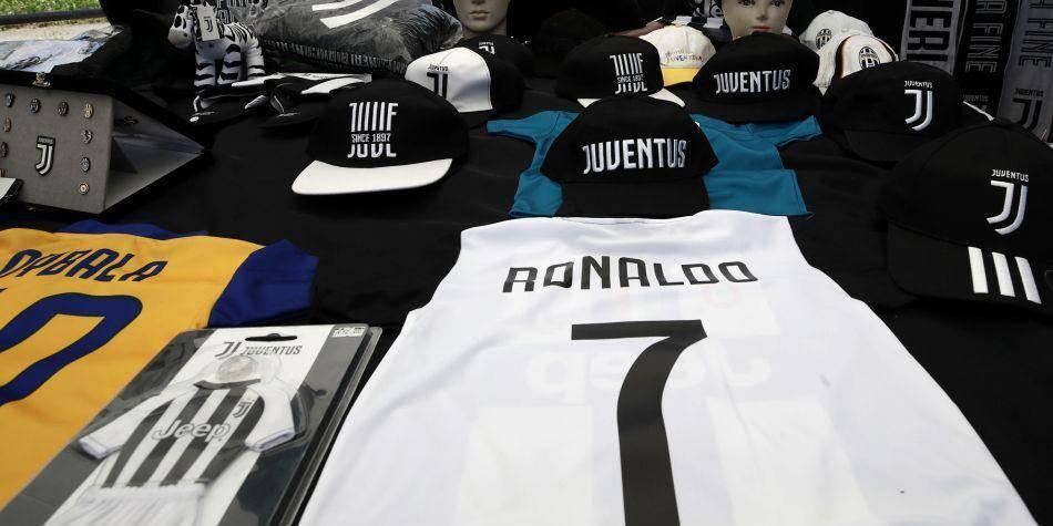 El fichaje de Cristiano Ronaldo se ha convertido en el quinto más costoso de los negociados del mundo.