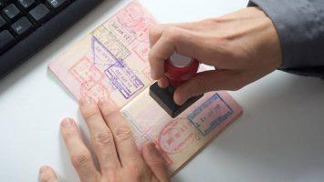 La obtención del permiso de trabajo en España requiere de trámites tanto en el país europeo como en el de origen.