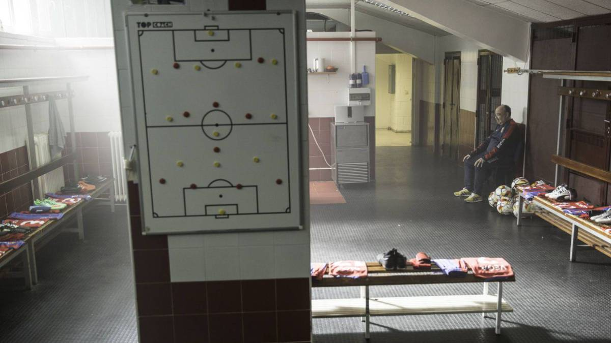 La serie basada en la novela 'El fútbol no es así', está compuesta por 8 capítulos de 50 minutos cada uno.