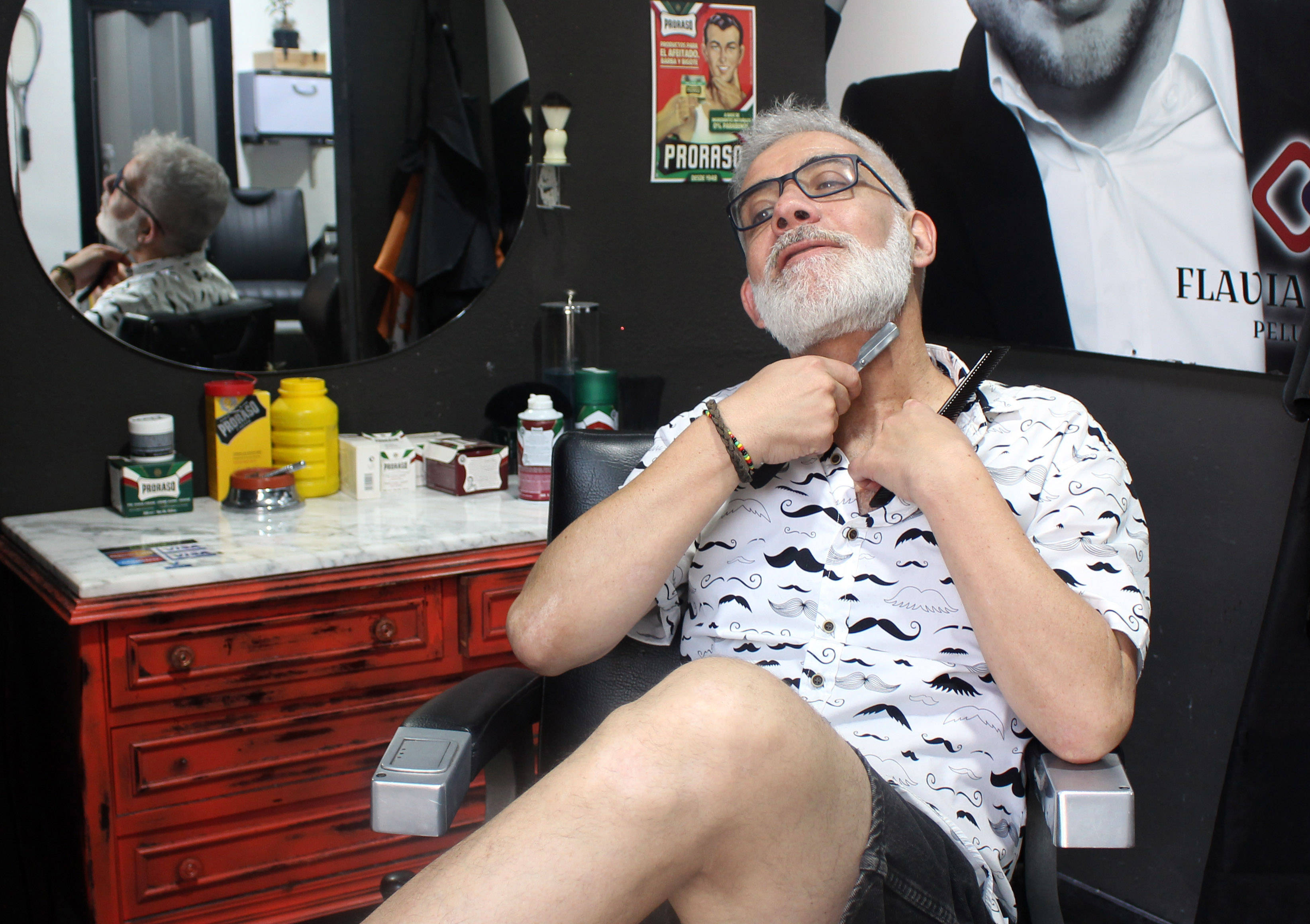 El barbero argentino reconoce que el éxito de su negocio ha servido de inspiración para la apertura de nuevas peluquerías en la zona.