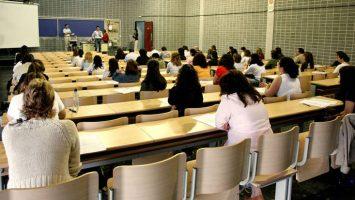 Los aspirantes a la oposición docentes de Canarias denuncian la falta de justicia y transparencia en el proceso selectivo.