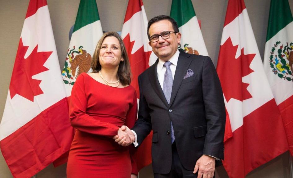 Chrystia Freeland, ministra de Exteriores de Canadá, e Ildefonso Guajardo, ministro de Economía de México.