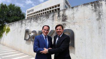 Joaquín Holgado, director corporativo de la Territorial de Bankia en Andalucía, y Javier González de Lara, presidente de Garántia.
