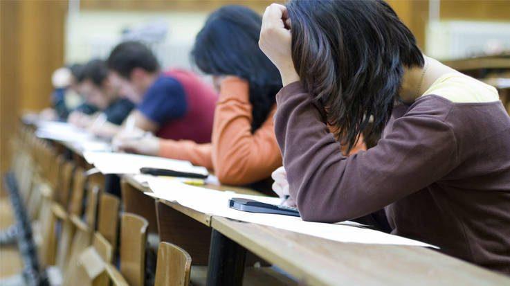 Los sindicatos solicitan al Ministerio de Educación modernizar los procesos selectivos de las oposiciones de docentes.