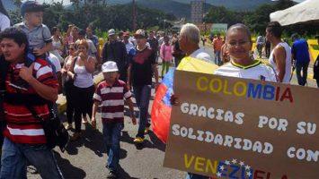 Juan Manuel Santos ha firmado un decreto para regularizar a 400.000 venezolanos por medio de un permiso especial de permanencia.