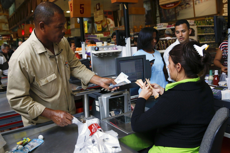 El Fondo Monetario Internacional prevé que el PIB en Venezuela continúe contrayéndose hasta el 2023.