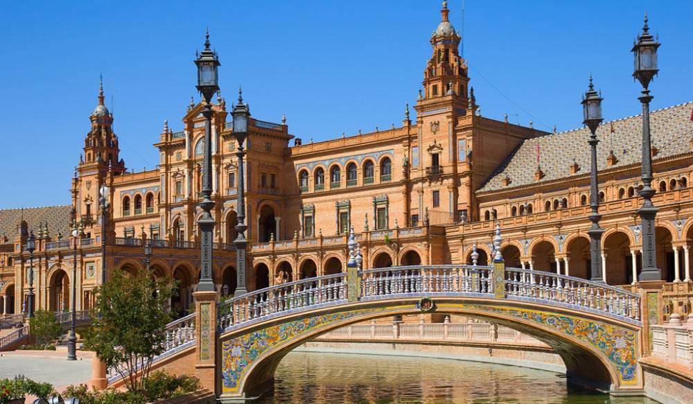 Los turistas han registrado unos gastos de 1.100 euros en el mes de junio en España.