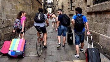España supera en 1,8 por ciento el número de visitantes entre enero y junio 2018.