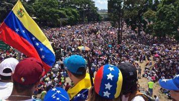 Perú y Ecuador exigirán el pasaporte venezolano para permitir el acceso al país.