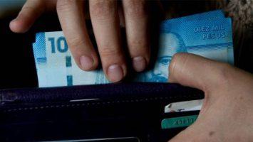 El Gobierno chileno prevé aumentar el salario mínimo a 300.000 pesos en 2019.