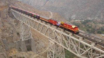 Pedro Sánchez aprovechará su gira iberoamericana para negociar la incorporación de España al proyecto del tren que unirá a Bolivia con Perú y Brasil.